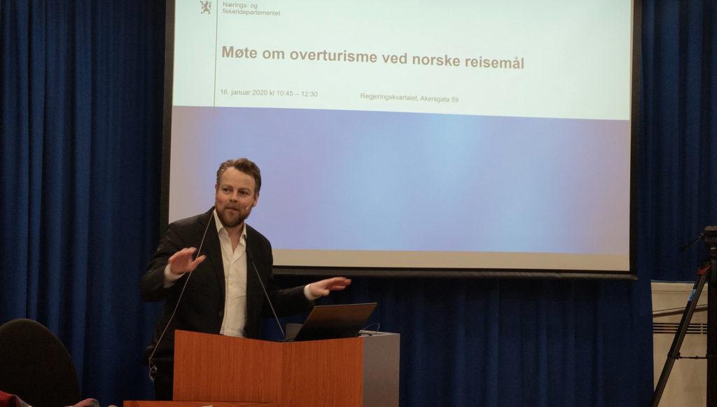 Torbjørn Røe Isaksen snakker om overturisme
